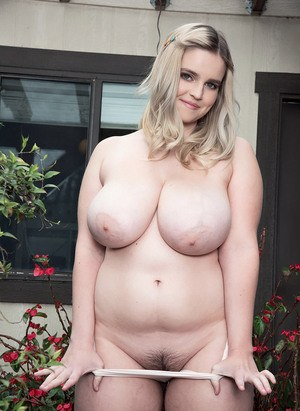 Blonde fattie nude