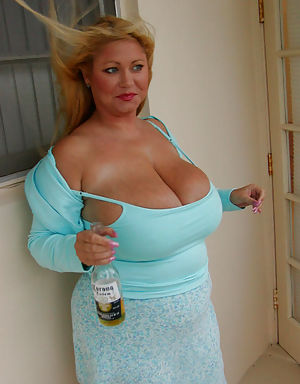 Sexy bigtitted milf