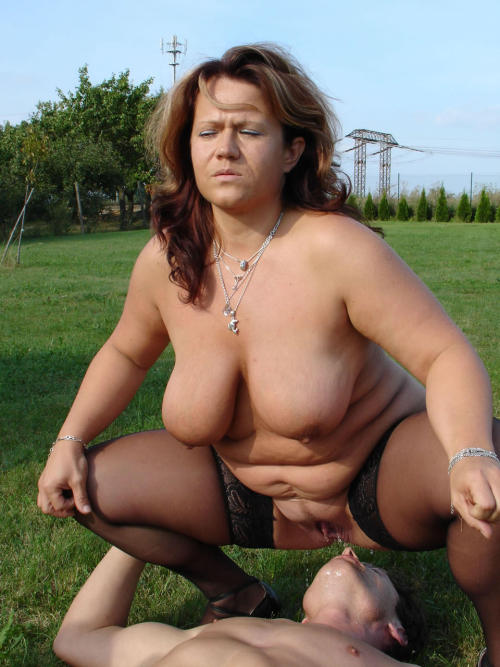 Fat mature facesitting and pissing