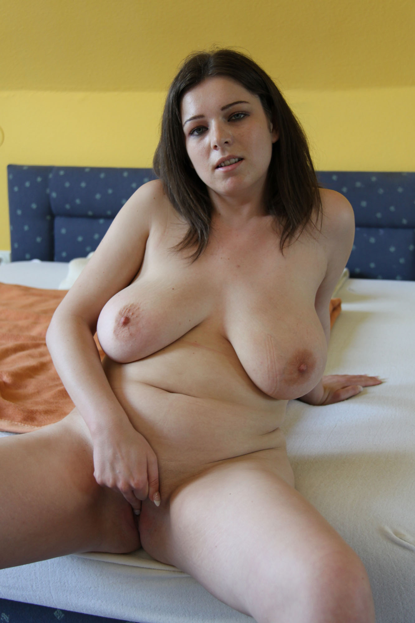 Hot amateur chubby girl