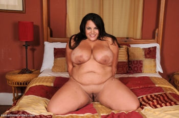 Nude amateur hot bbw posing in bed.