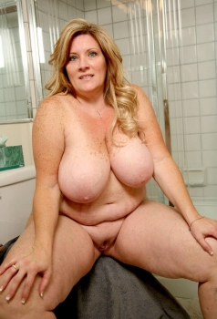 Huge boobed fat blonde MILF