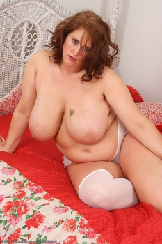 BBW mom in hot lingerie
