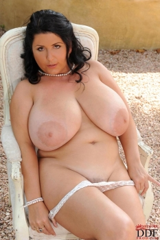 Milf bbw shows her massive boobs