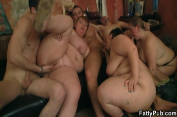 Group oral prelude and BBW sex in the pub
