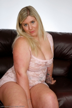 Big babe Tess, is a hot blonde BBW