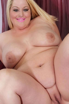 nude blonde chubby wife