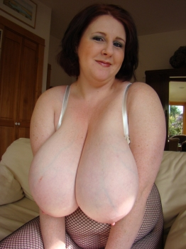Bbw big titted milf wearing pantyhouse.