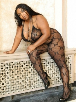 Fat black girl in sexy lingerie