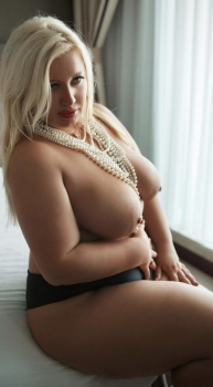 Hot blonde chubby escort