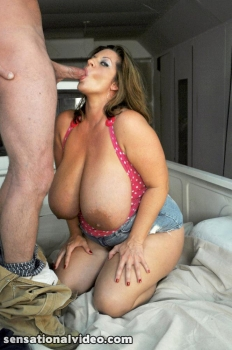 Maria Moore bbw pornstar dick sucking