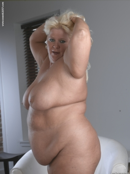 Mature and Fat blonde