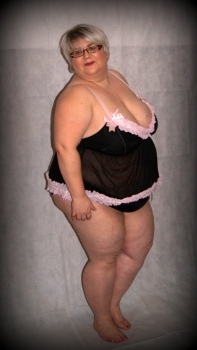 Blonde mature super-size bbw in lingerie
