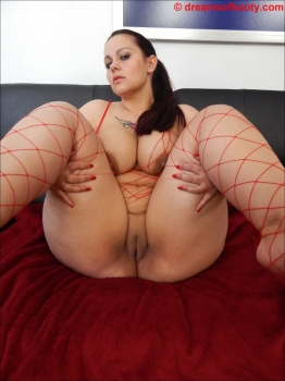 Beauty bbw milf in red fishnets