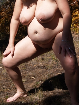 Big titted nude woman pee
