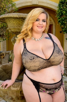 Sashaa Juggs,young bbw model in sexy lingerie.